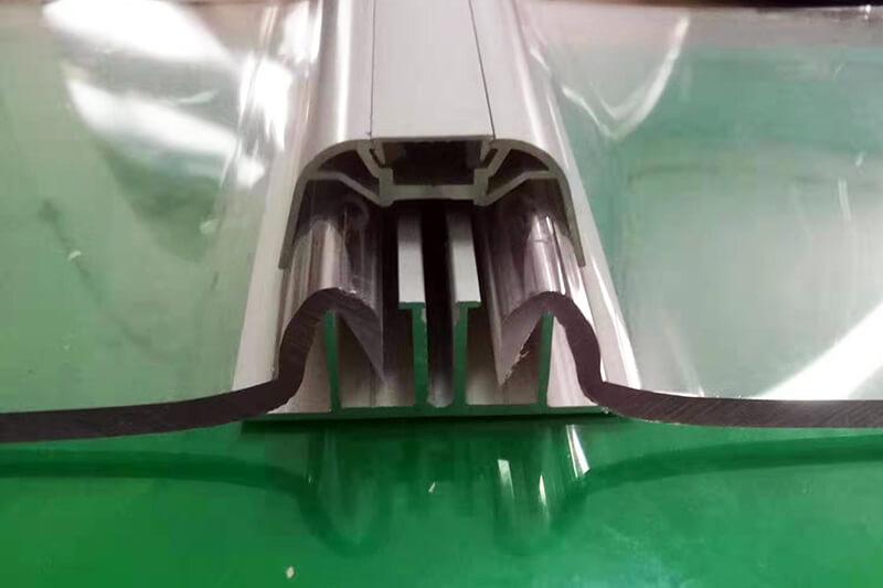 Insertion plaque polycarbonate compact