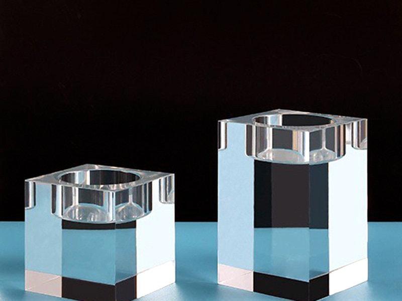 Pièce acrylique carrée transparente