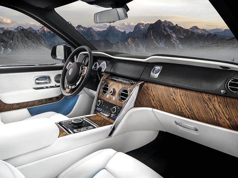 Plaque fine plexiglass pour l'intérieur d'automobile